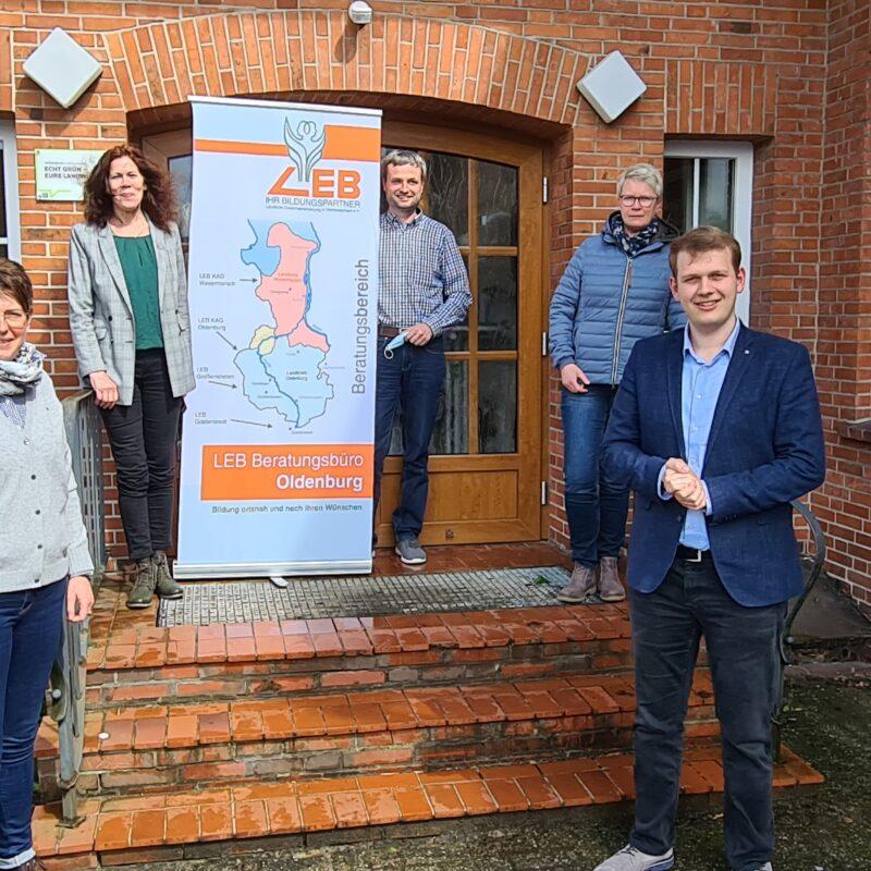 Philipp Albrecht mit Vertretern der LEB